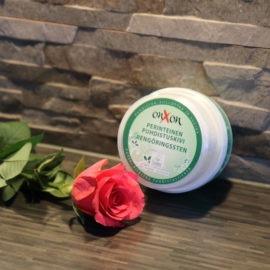 OnXOn Puhdistuskivi ja ruusu pöydällä